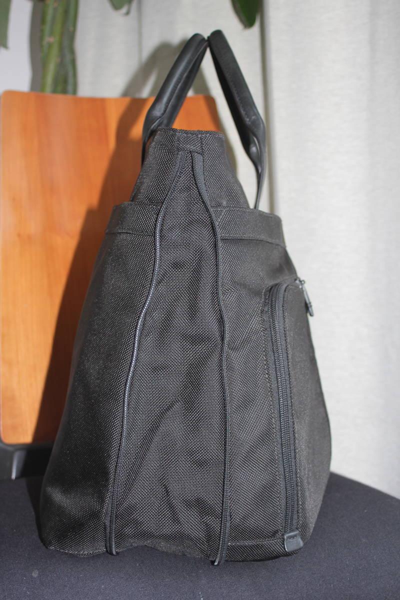調整できるハンドルで肩掛け可能★TUMIトゥミ★「Style 22157」コンパニオントートバッグ★ビジネスブラック★とてもキレイな状態です♪_画像6