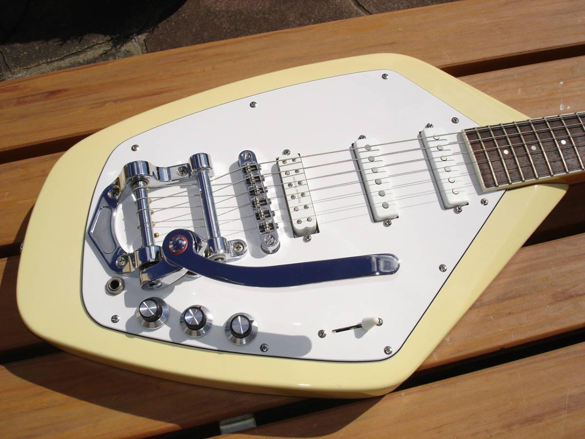 希少なギターなので、詳細は判り兼ねます。
