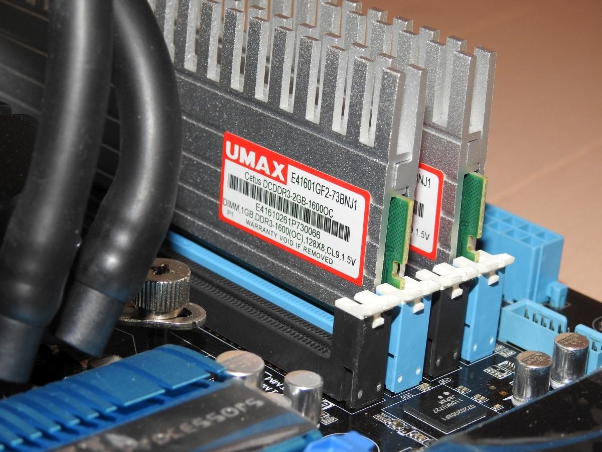 パソコン4点セット マザーボード(ASUS P8P67 DELUXE) CPU(i5 2500K) メモリ(4GB) 水冷CPUクーラー 4点セット_画像3