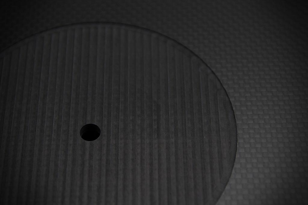 4061 ★特注品 ドライカーボン製 肉厚ターンテーブルシート 4mm厚 レコード スリップマット CFRP プレー ボード 炭素繊維 LP EP ♪1123_画像4