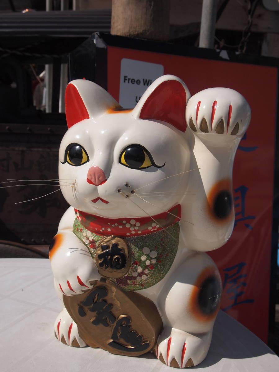 【天】昭和の懐かしい 大きくて古い招き猫 貯金箱 三毛猫 陶器 土人形 開運 縁起物 32㎝_画像2