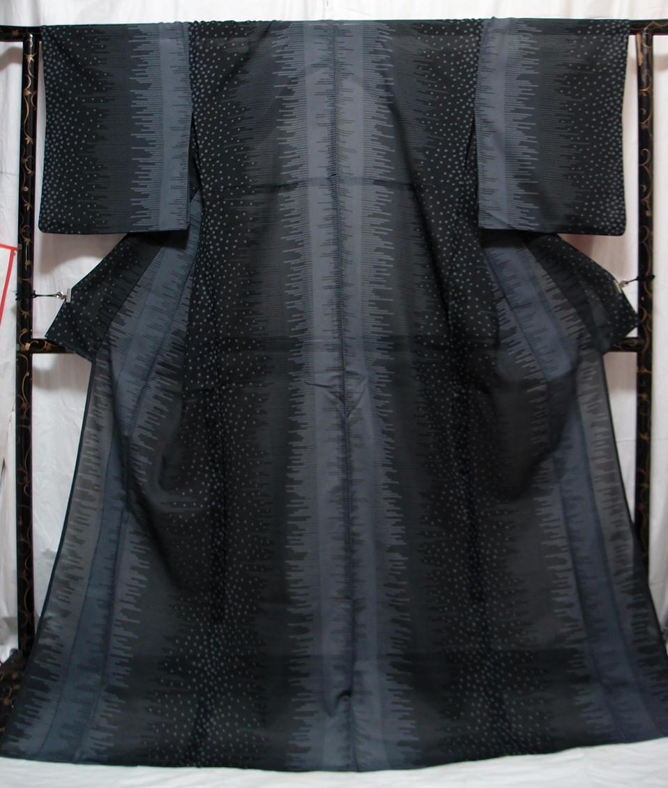 送料無料 夏 薄物 夏大島紬風 洗える着物 7月8月 身丈166cm裄67cm 美品 白黒モノトーン 絣 追加画像あり クリックポスト無料_画像2