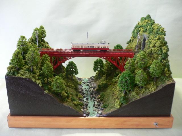 ジオラマ車両展示台  ~赤いアーチ橋~ 照明付き 28cmX43cm