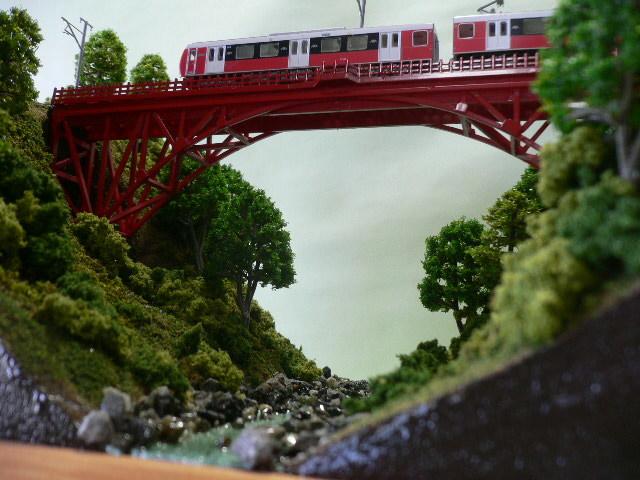ジオラマ車両展示台  ~赤いアーチ橋~ 照明付き 28cmX43cm_画像4