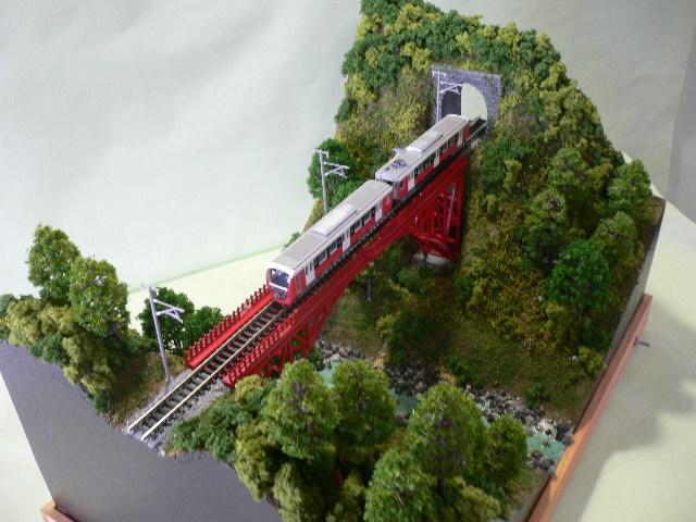 ジオラマ車両展示台  ~赤いアーチ橋~ 照明付き 28cmX43cm_画像5