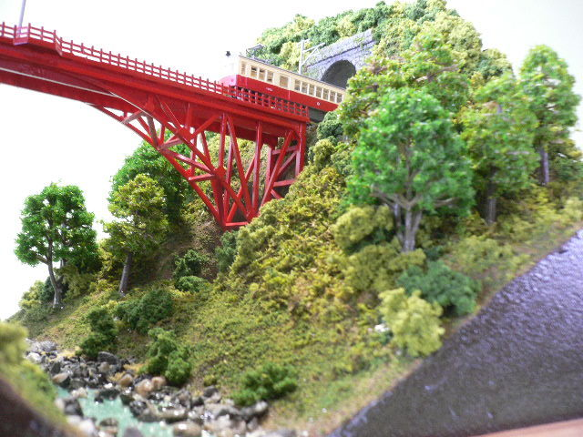 ジオラマ車両展示台  ~赤いアーチ橋~ 照明付き 28cmX43cm_画像7