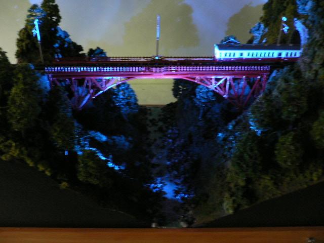 ジオラマ車両展示台  ~赤いアーチ橋~ 照明付き 28cmX43cm_画像9