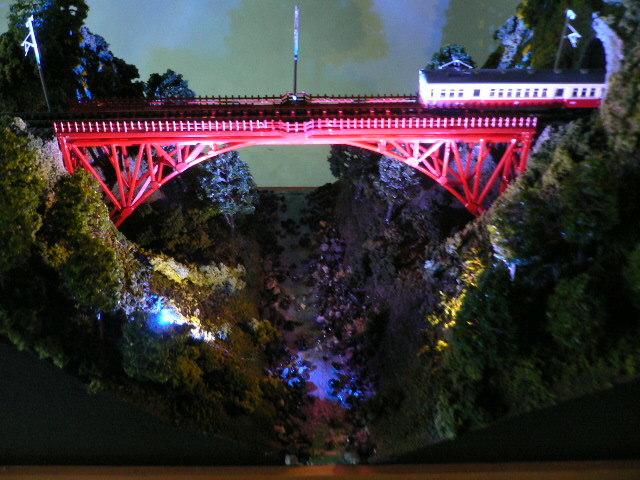 ジオラマ車両展示台  ~赤いアーチ橋~ 照明付き 28cmX43cm_画像10