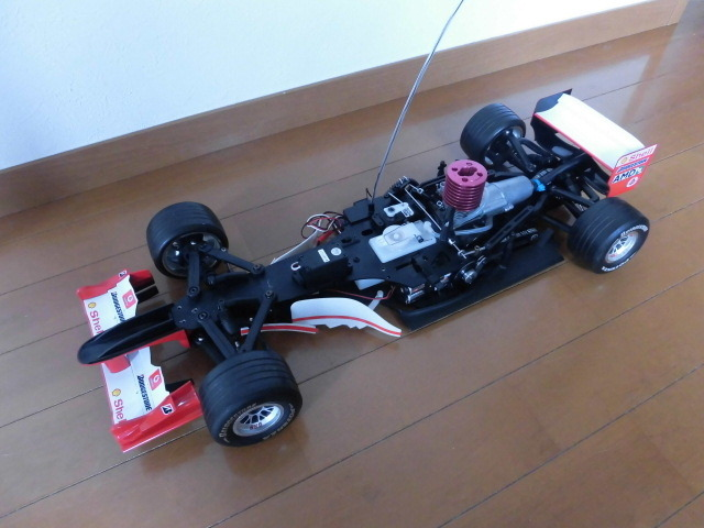 ☆★ ジャンク デアゴスティーニ 京商 1/8 フェラーリ F2004 エンジンカー シューマッハ_画像3