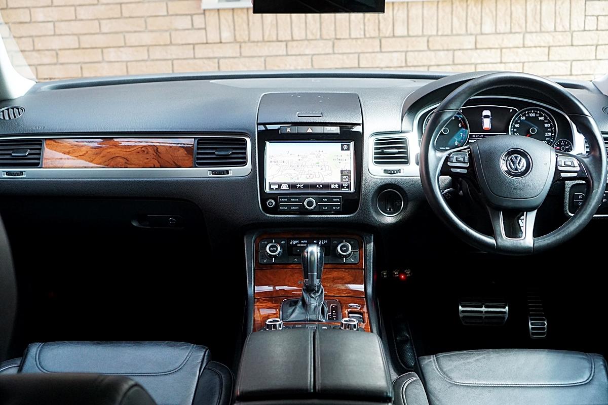 VW最上級車 トゥアレグ ハイブリッド 装備充実 ディラーにて12か月点検済み タイヤ新品_画像5