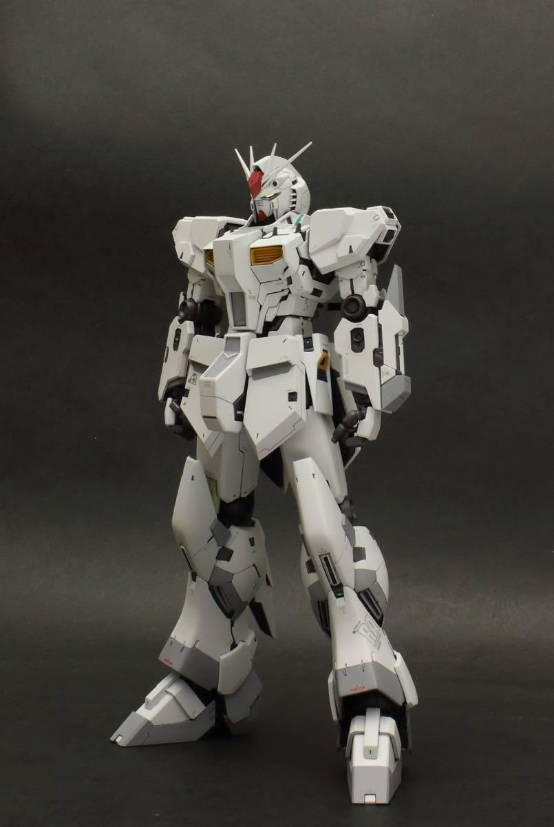 MG 1/100 νガンダム  ver.ka 徹底改修塗装完成品 マスターアーカイブ版ロールアウトカラー RX-93 ニューガンダム_画像4