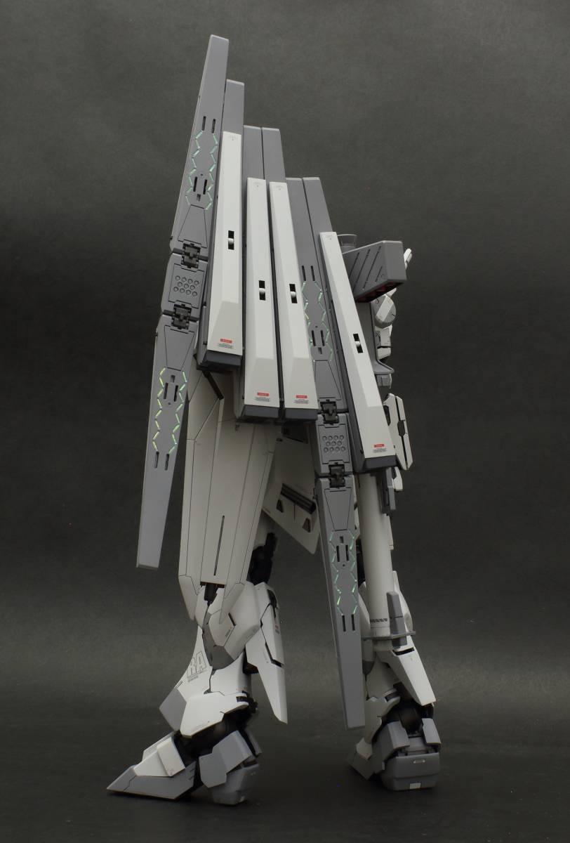 MG 1/100 νガンダム  ver.ka 徹底改修塗装完成品 マスターアーカイブ版ロールアウトカラー RX-93 ニューガンダム_画像3