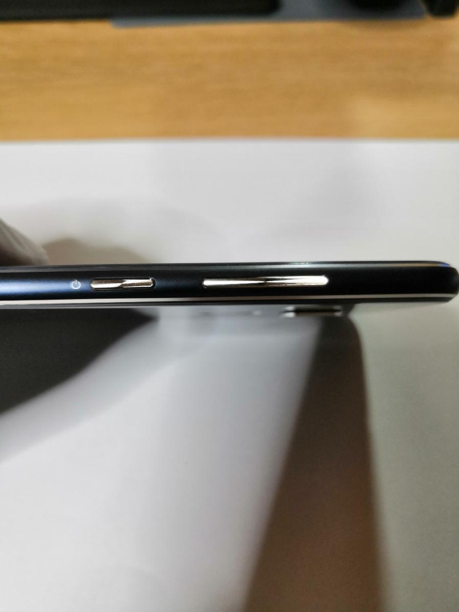 1円スタート 美品 SIMフリー ASUS ZenFone 3 (ZE552KL) 台湾版Z012DA 5.5インチ RAM4GB ROM64GB SDカード64GBその他おまけ付き_画像6