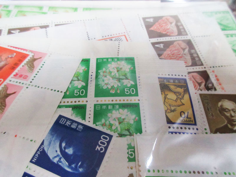 ☆K75 【切手】 まとめて 未使用 額面139,323円 バラ 記念切手 普通切手 年賀切手 通信切手 日本切手 日本郵便_画像4