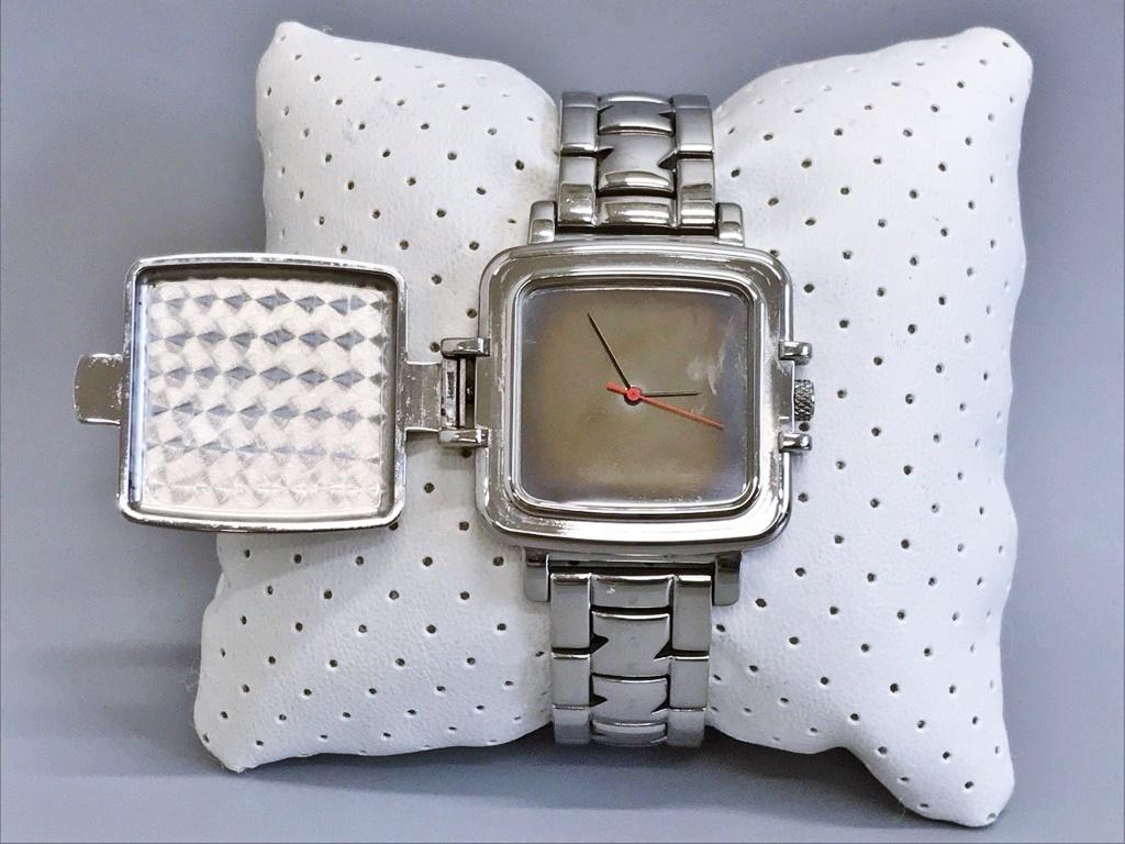 ジャンク品 Zippo ジッポ 10周年記念腕時計 03 No.0035 メンズ腕時計 記念腕時計 ウォッチ カバー付きウォッチ_画像3