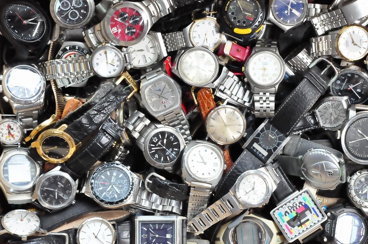 2. 腕時計 300本セット セイコー ラドー TISSOT シチズン 自動巻き SEIKO CITIZEN CASIO RADO WATCH 黒白 ジャンク ダイバークロノグラフ