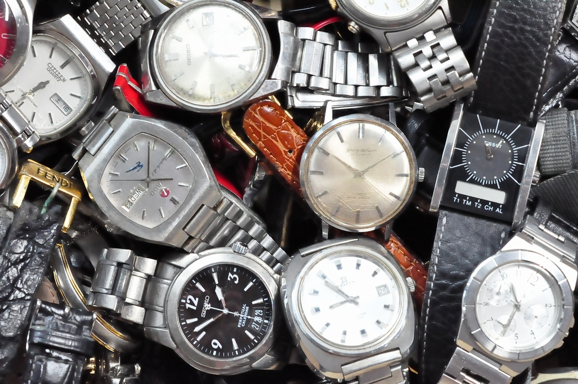 2. 腕時計 300本セット セイコー ラドー TISSOT シチズン 自動巻き SEIKO CITIZEN CASIO RADO WATCH 黒白 ジャンク ダイバークロノグラフ_画像2