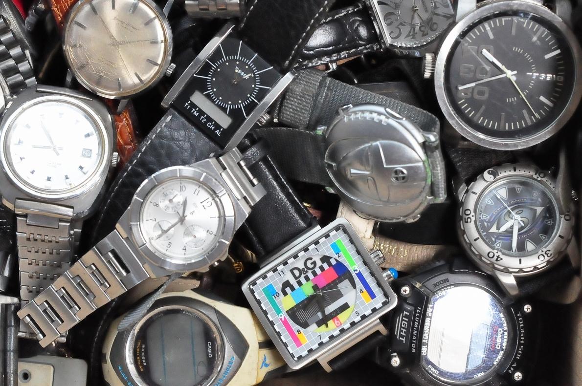 2. 腕時計 300本セット セイコー ラドー TISSOT シチズン 自動巻き SEIKO CITIZEN CASIO RADO WATCH 黒白 ジャンク ダイバークロノグラフ_画像4
