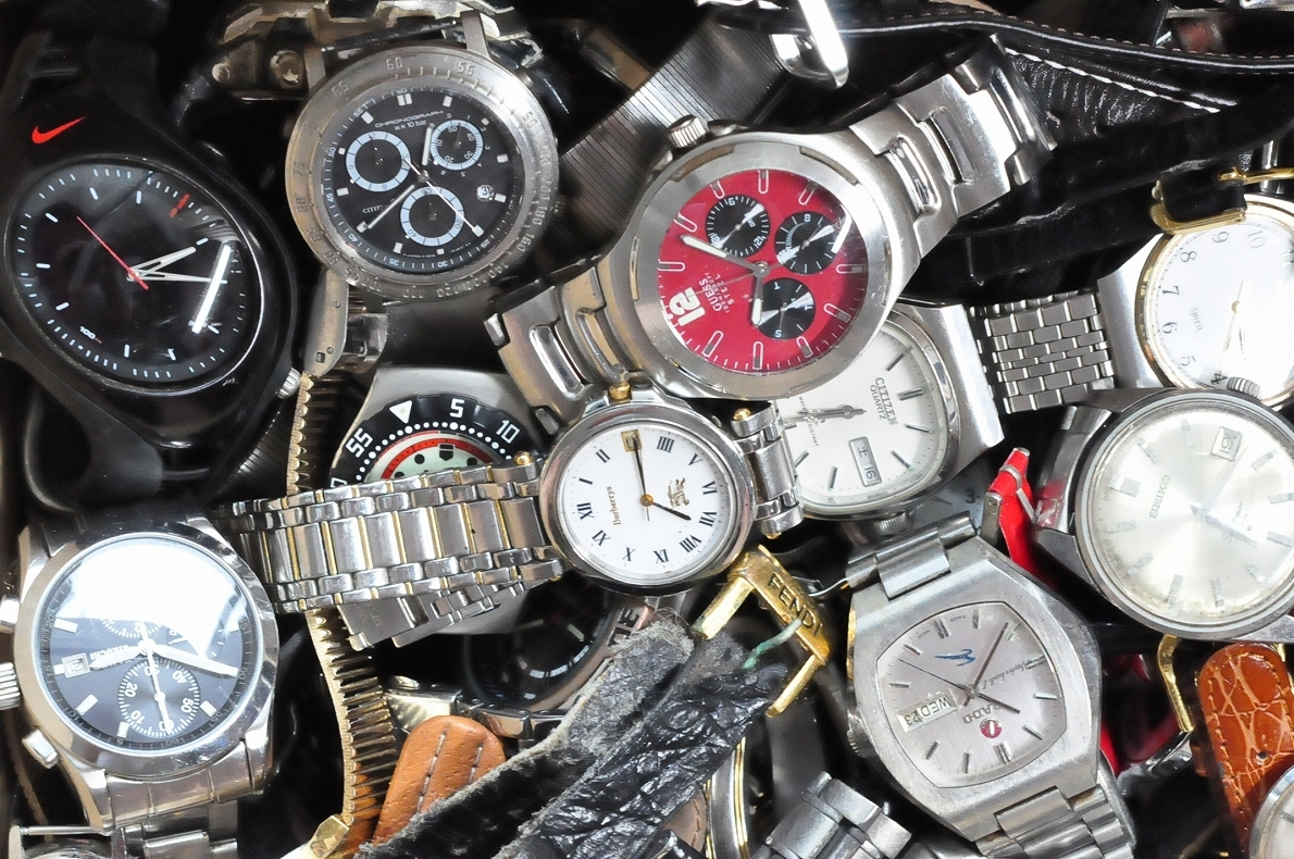 2. 腕時計 300本セット セイコー ラドー TISSOT シチズン 自動巻き SEIKO CITIZEN CASIO RADO WATCH 黒白 ジャンク ダイバークロノグラフ_画像6