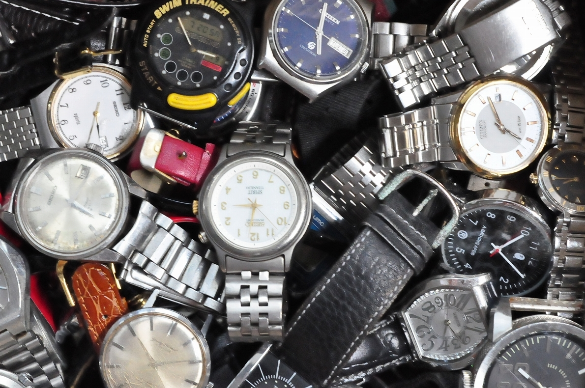 2. 腕時計 300本セット セイコー ラドー TISSOT シチズン 自動巻き SEIKO CITIZEN CASIO RADO WATCH 黒白 ジャンク ダイバークロノグラフ_画像3
