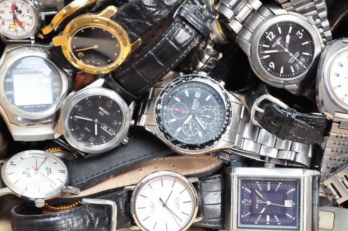 2. 腕時計 300本セット セイコー ラドー TISSOT シチズン 自動巻き SEIKO CITIZEN CASIO RADO WATCH 黒白 ジャンク ダイバークロノグラフ_画像5