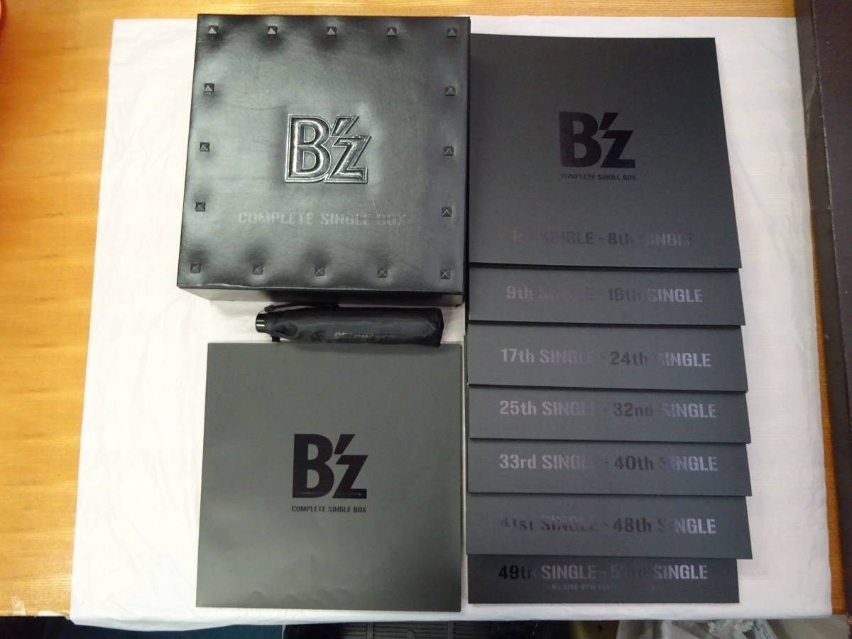 CD-168◆B'z / B'z COMPLETE SINGLE BOX (Black Edition) 折りたたみ傘付き 中古品