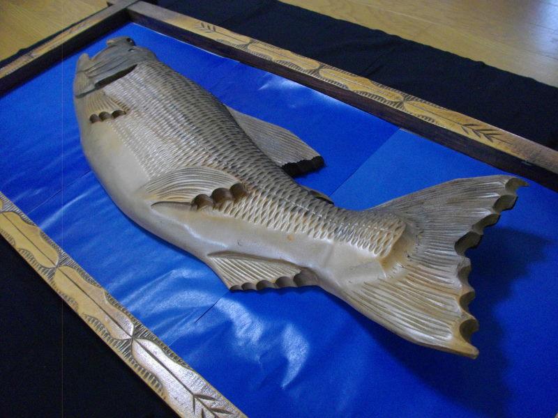 ■アイヌ■木彫り■鮭■サケ■魚■北海道■民芸品■彫刻■一刀彫り■木製■天然木■インテリア■伝統工芸品!_画像2