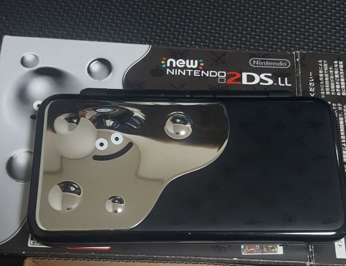 中古 ニンテンドー2DS LL ドラゴンクエスト はぐれメタルエディション 2ds 保護シート無 箱有 美品 自宅保管品 Nintendo ds ll 動作確認済_画像2
