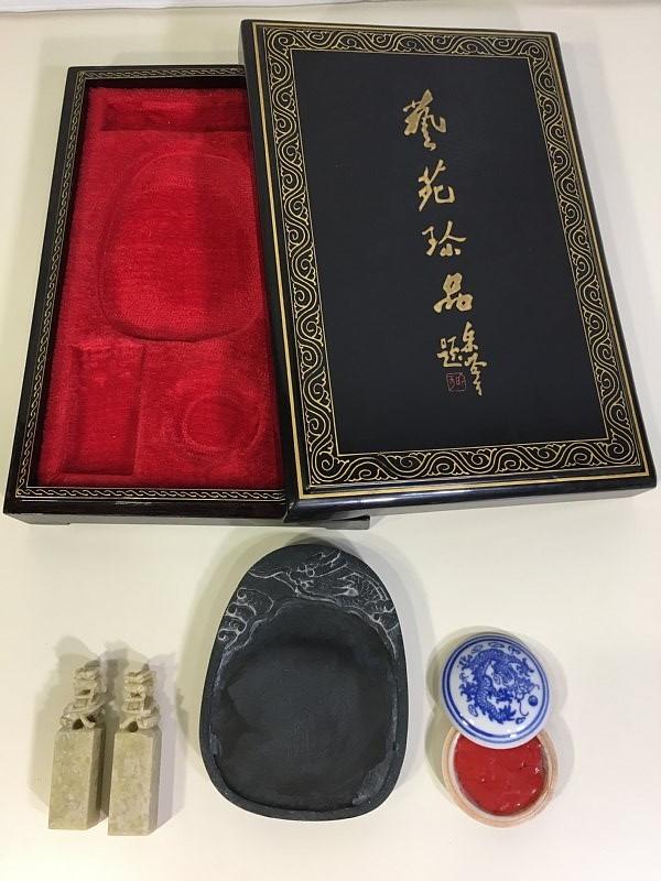 送料無料 ■ 中国 黄山市 硯 すずり Hengyu 天然石獅子判子 朱肉 硯箱 セット