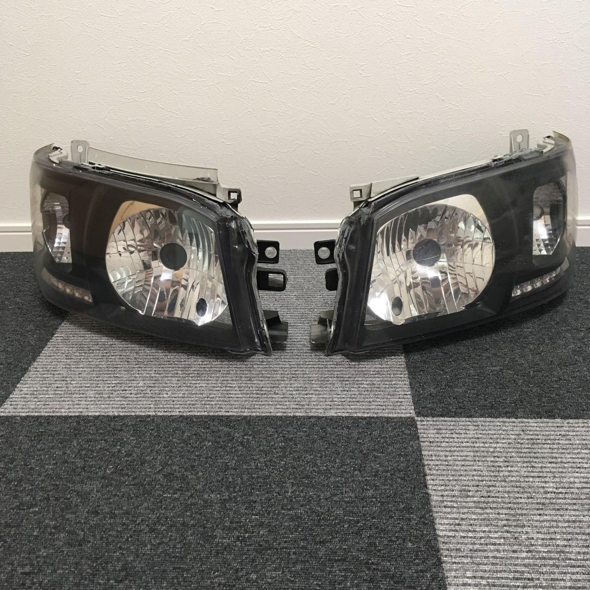 中古 200系 2型 ハイエース カスタムヘッドライト左右セット LEDウインカー ブラックアウト 加工品