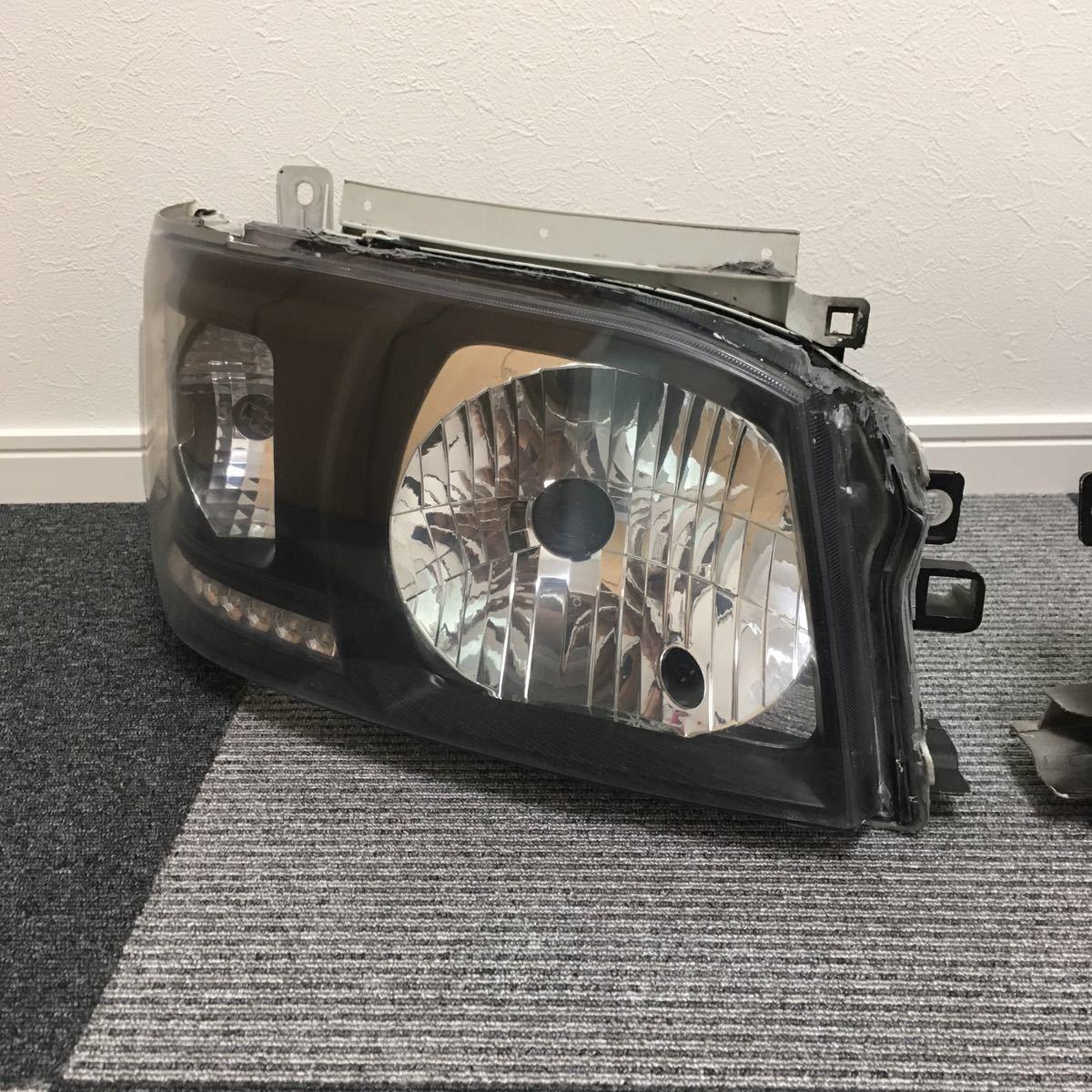 中古 200系 2型 ハイエース カスタムヘッドライト左右セット LEDウインカー ブラックアウト 加工品_画像2