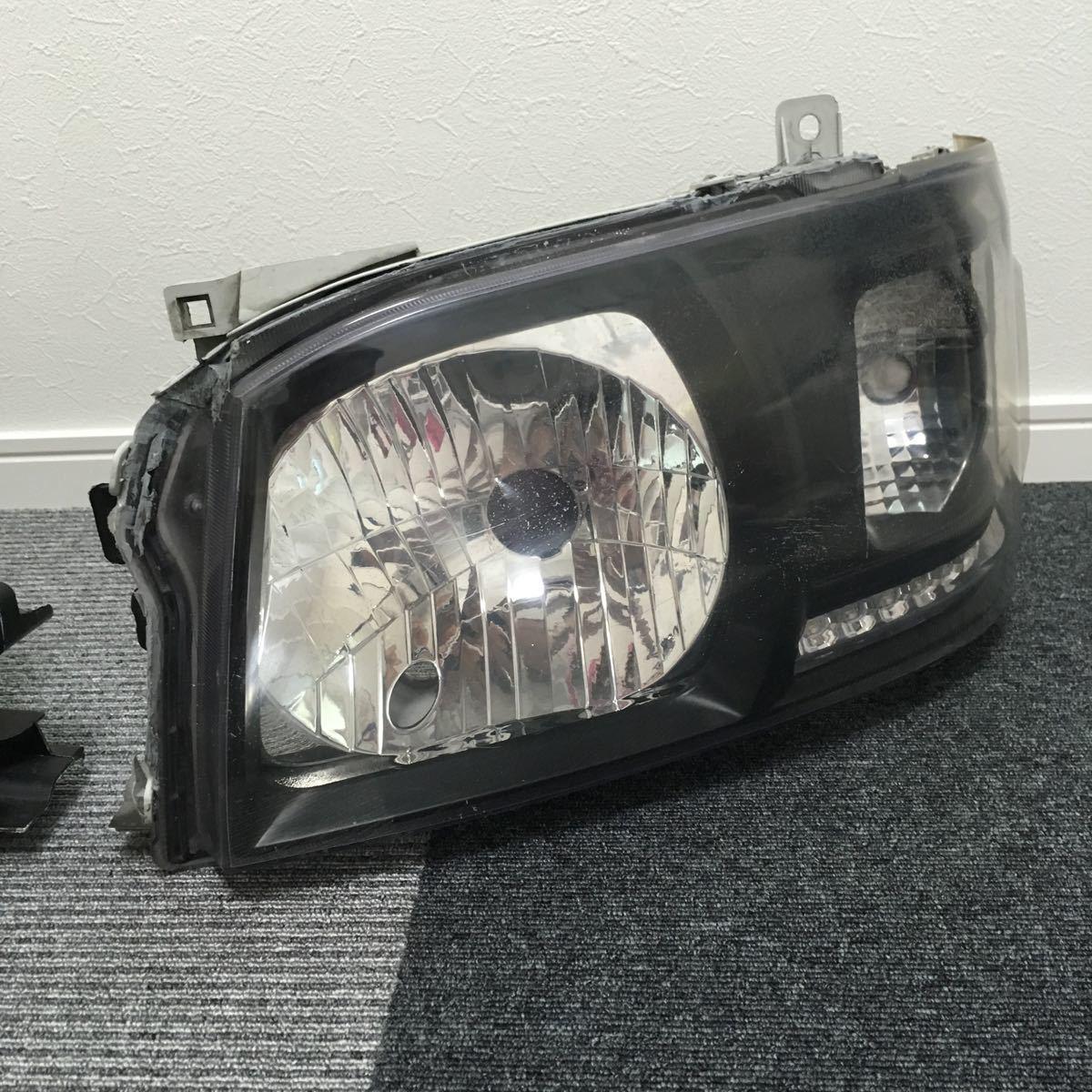 中古 200系 2型 ハイエース カスタムヘッドライト左右セット LEDウインカー ブラックアウト 加工品_画像4