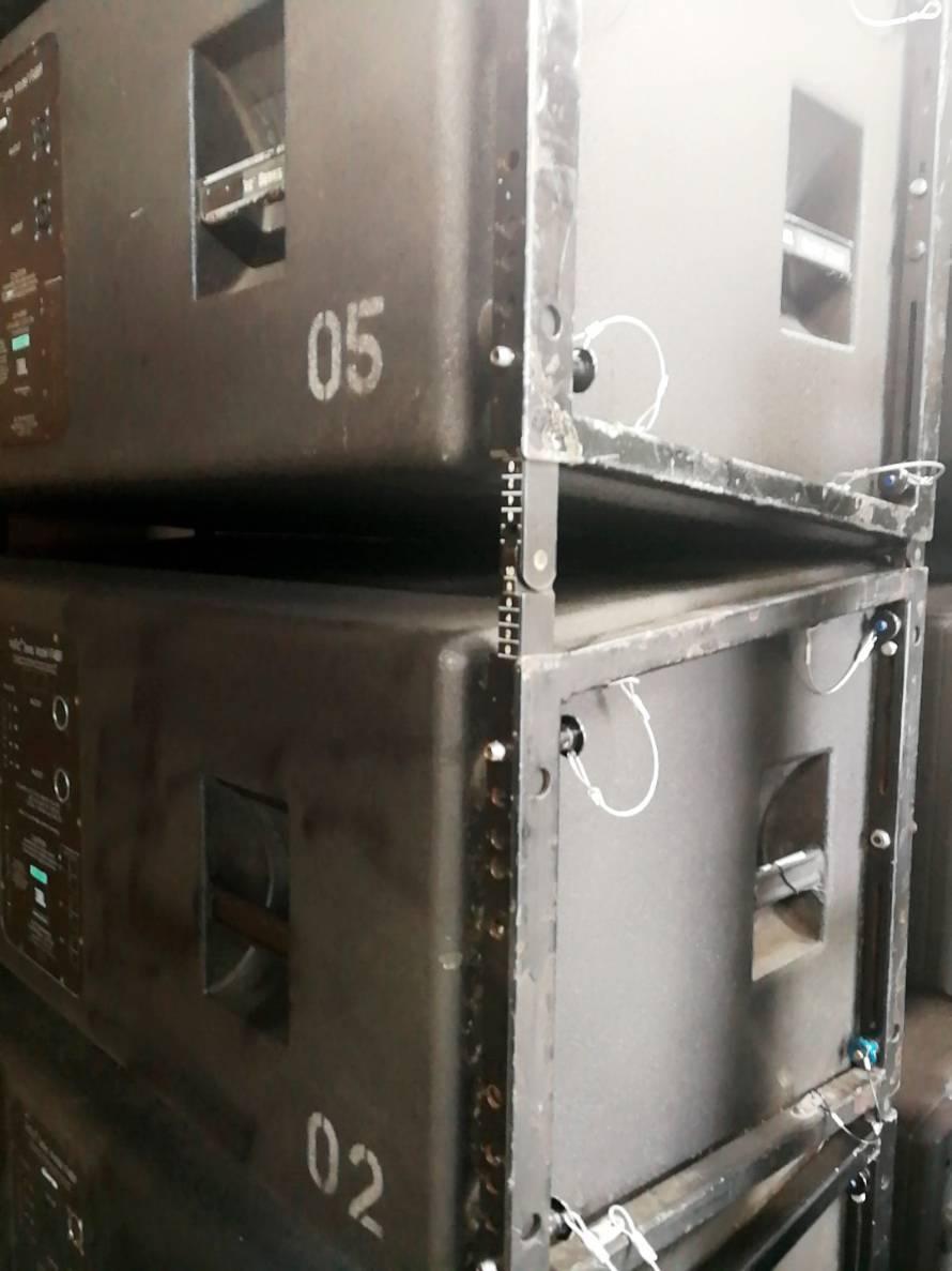 JBL VERTEC VT-4889 4台セット(#1) 完全動作保証!!4台とも キャスター板、プロテクションカバー&アルミ製・吊り下げ金具 1台付属_画像3