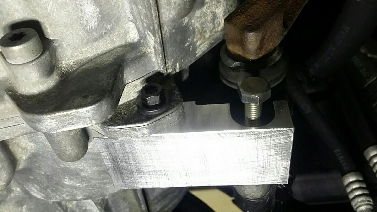 MINI R53 クラッチレリーズブレース クーパーS_M8のボルトをこちらから取り付けてください