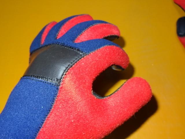 使用2日 カドヤ レース用雨天用手袋 高強度2~3倍厚 日本製 シリコン毛氈 ハイネオプレーン レイングローブ 耐水 全面高強度衝撃吸収 M_画像3