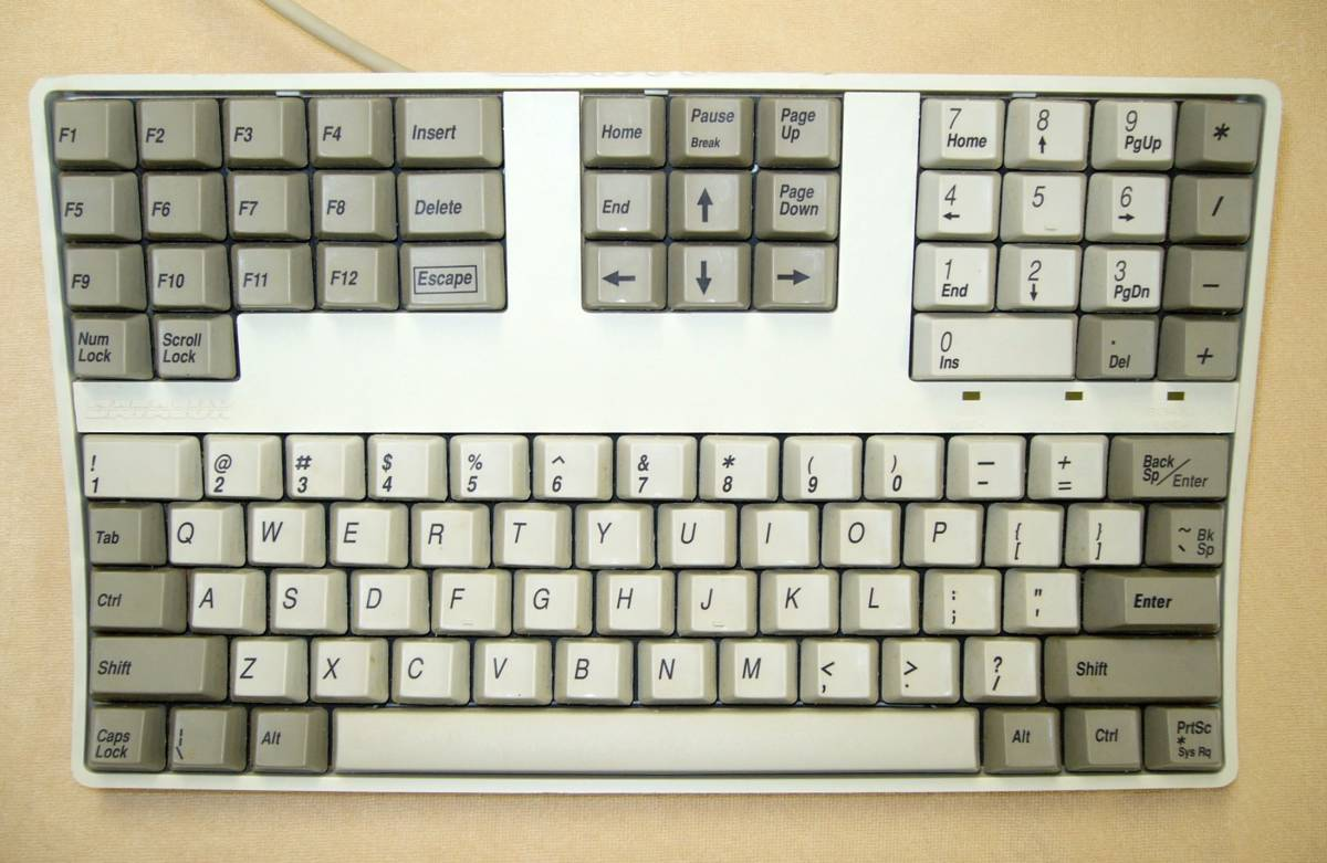 Datalux MOGUW Space Saver Keyboard ★PS/2 ★データラックス ★コンパクト ★キーボード ★珍品 ★レア ★コレクターズアイテム