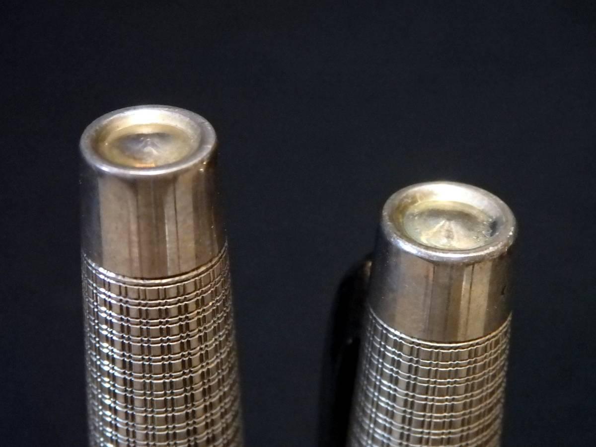 銀製品特有の変色有り。