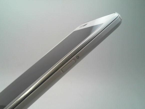 A39960*au*AQUOS PHONE SERIE*SHL23*16GB*ホワイト*ジャンク*同梱可*(t.y)②_画像4