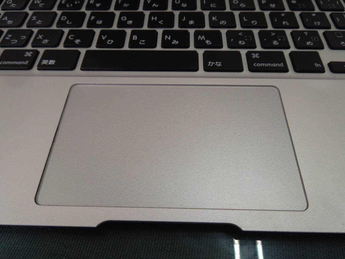 Apple MacBook Air A1465 11インチ Mid2013 SSDなし 起動OK      【管10668】_画像4