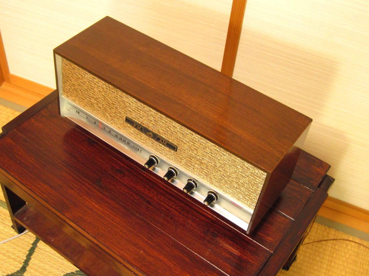 音響効果が高い木製キャビネット仕様。