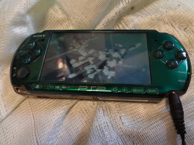 PSP「プレイステーション・ポータブル」 スピリティッド・グリーン (PSP-3000SG)_画像2