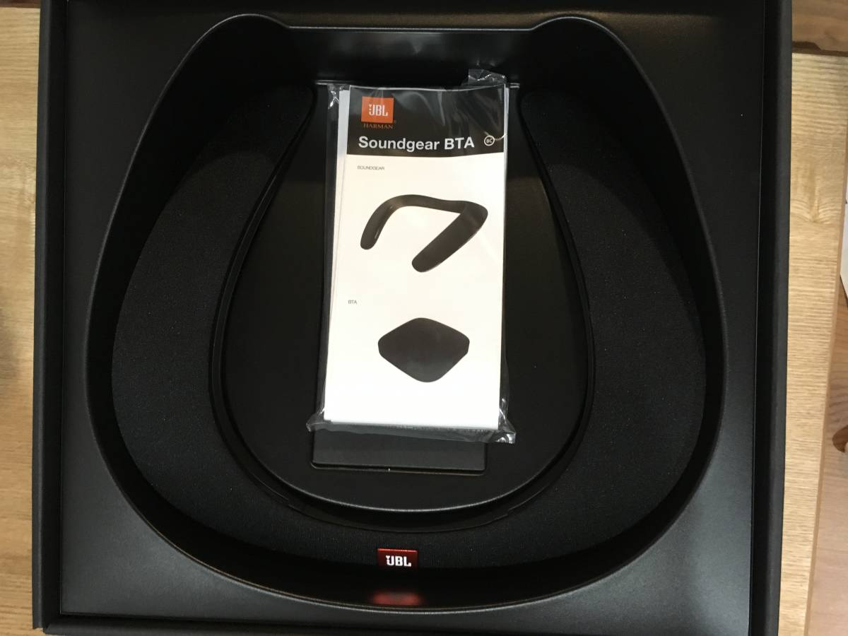 新品未使用 ・JBL SOUND GEAR BTA ウェアラブルネックスピーカー ブラック。 ワイヤレスオーディオトランスミッター付き_画像2