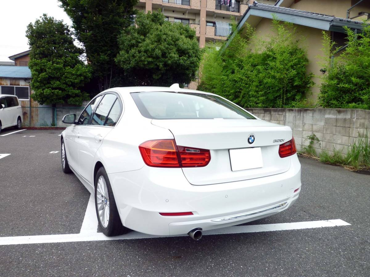 BMW F30 320iラグジュアリー アルピンホワイト 検32/09_画像2