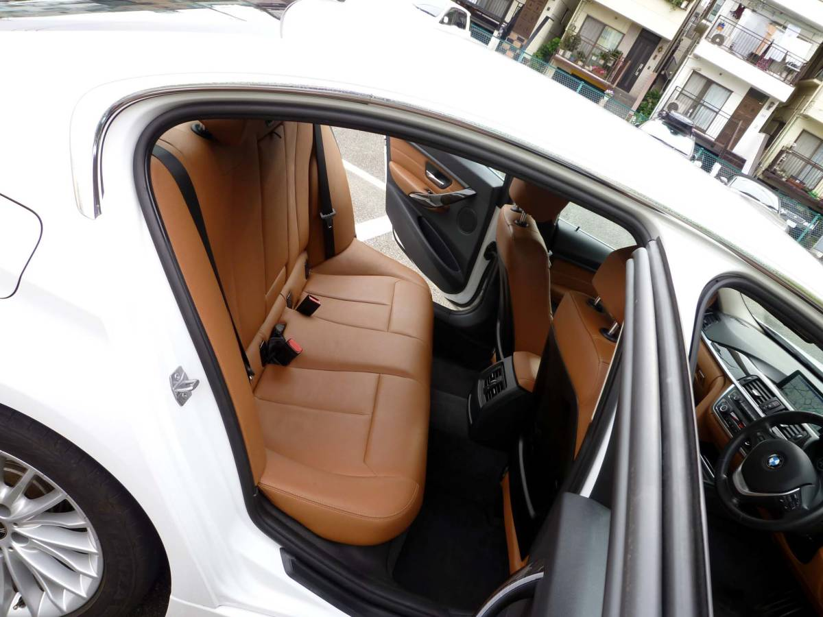 BMW F30 320iラグジュアリー アルピンホワイト 検32/09_画像4