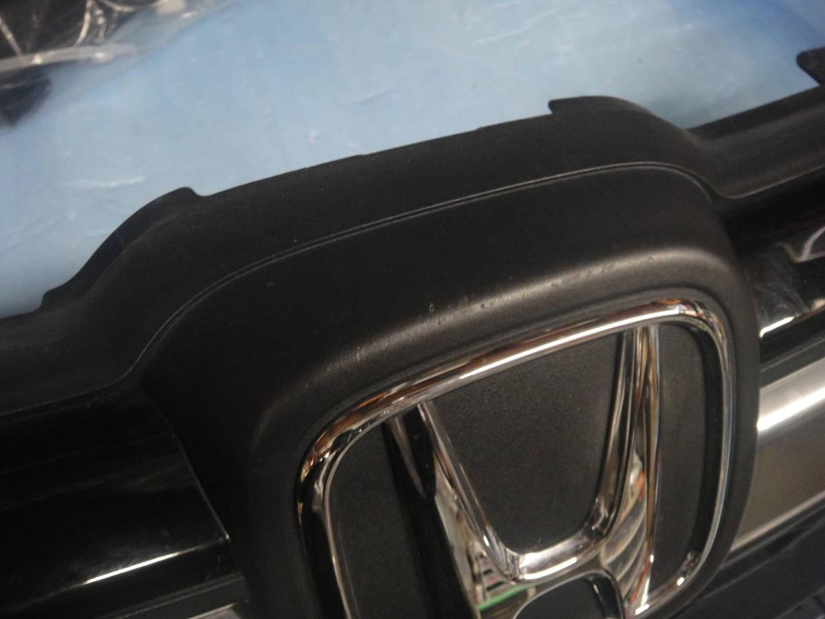 フィット GP5/GP6 純正 フロントグリル オプションLED付き中古ジャンク_画像6
