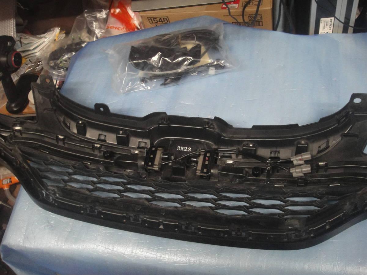 フィット GP5/GP6 純正 フロントグリル オプションLED付き中古ジャンク_画像10