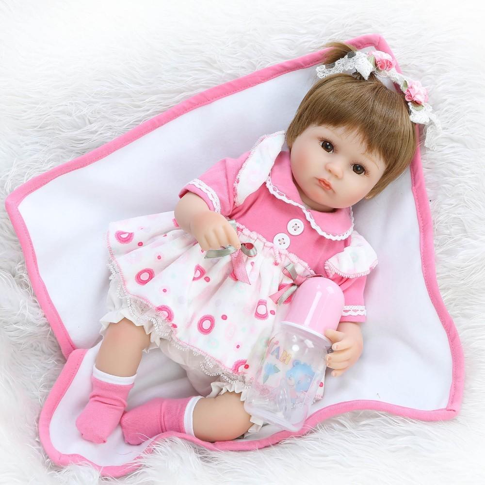 【送料無料】優しいお顔 女の子 リボーンドール 赤ちゃん人形 ベビー人形 ベビードール 抱き人形 リアル かわいい 乳児 お世話セット_画像6