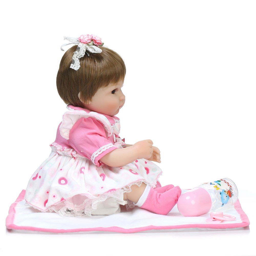 【送料無料】優しいお顔 女の子 リボーンドール 赤ちゃん人形 ベビー人形 ベビードール 抱き人形 リアル かわいい 乳児 お世話セット_画像5