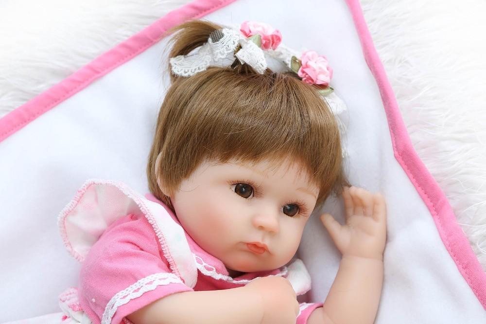 【送料無料】優しいお顔 女の子 リボーンドール 赤ちゃん人形 ベビー人形 ベビードール 抱き人形 リアル かわいい 乳児 お世話セット_画像4