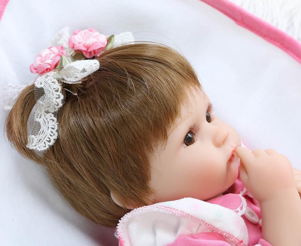 【送料無料】優しいお顔 女の子 リボーンドール 赤ちゃん人形 ベビー人形 ベビードール 抱き人形 リアル かわいい 乳児 お世話セット_画像3